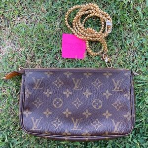 Louis Vuitton Pochette w/ Generic Chain